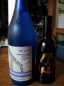 Please observe the members of this <em>kikishu</em> or sake tasting.